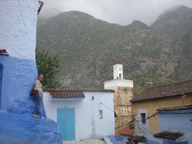 Vista de las montañas del Rif desde una de las calles azules de Chauen
