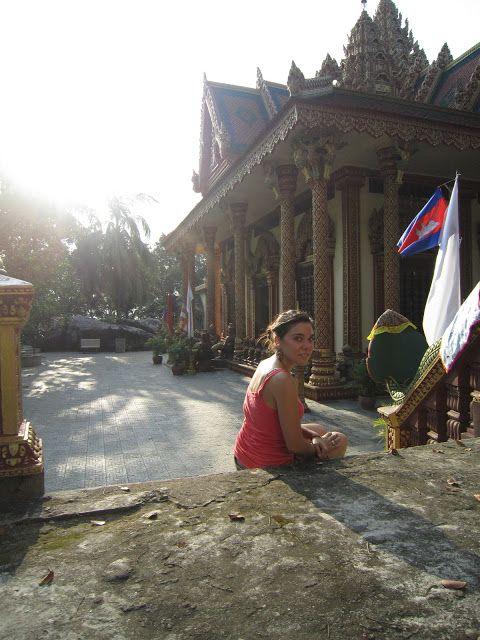 Santuario-montaña Phnom Santuk cerca de Kompong Thom en Camboya