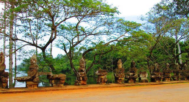 Soldados guardianes de una de las puertas de Angkor Thom