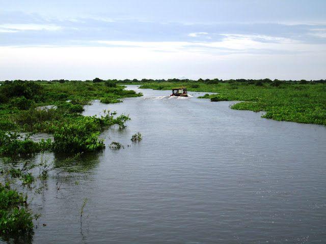 Lago Tonlé Sap con barco
