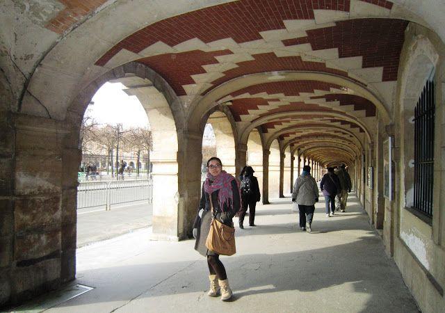 Soportales de la Place des Vosges en París