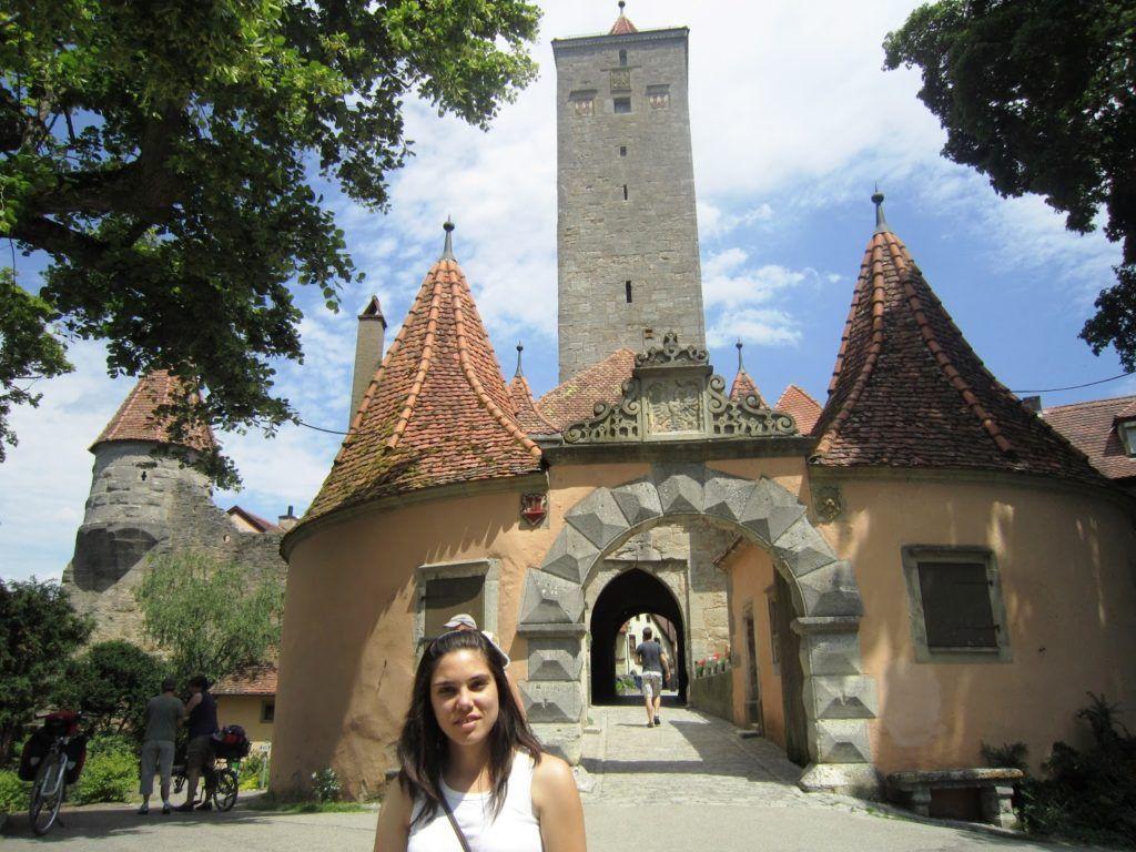 En una de las puertas del pueblo de Rothenburg