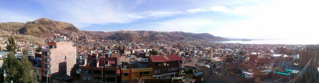 Vistas desde la terraza del Duque Inn en Puno