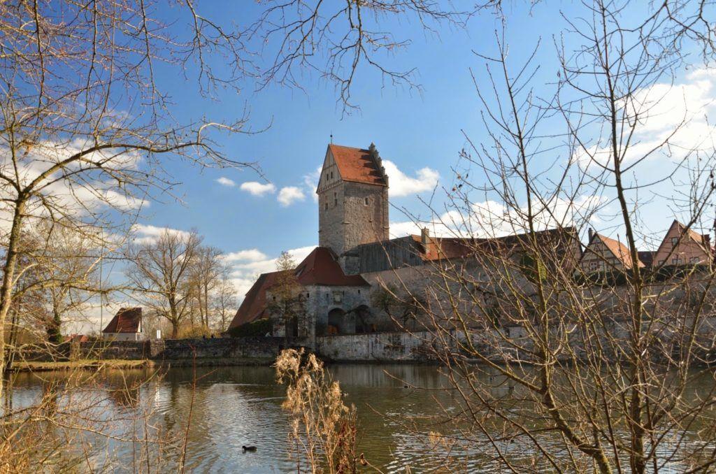 Wörniztor desde el estanque de Dinkelsbühl