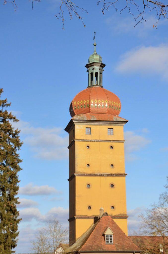 Puerta de entrada a la ciudad amurallada de Dinkelsbühl