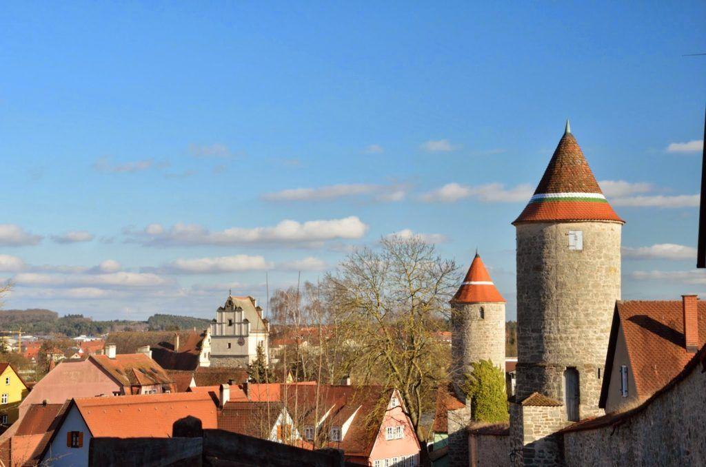 Murallas con sus torres de vigilancia de Dinkelsbühl