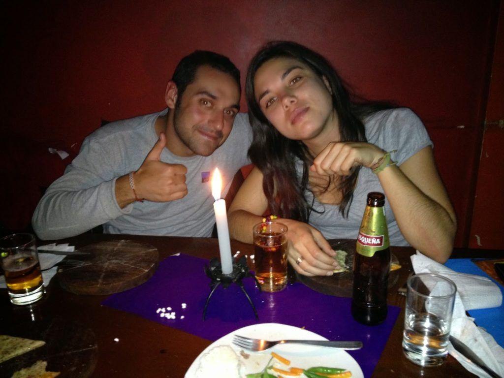 Cena a la luz de las velas con una cuzqueña