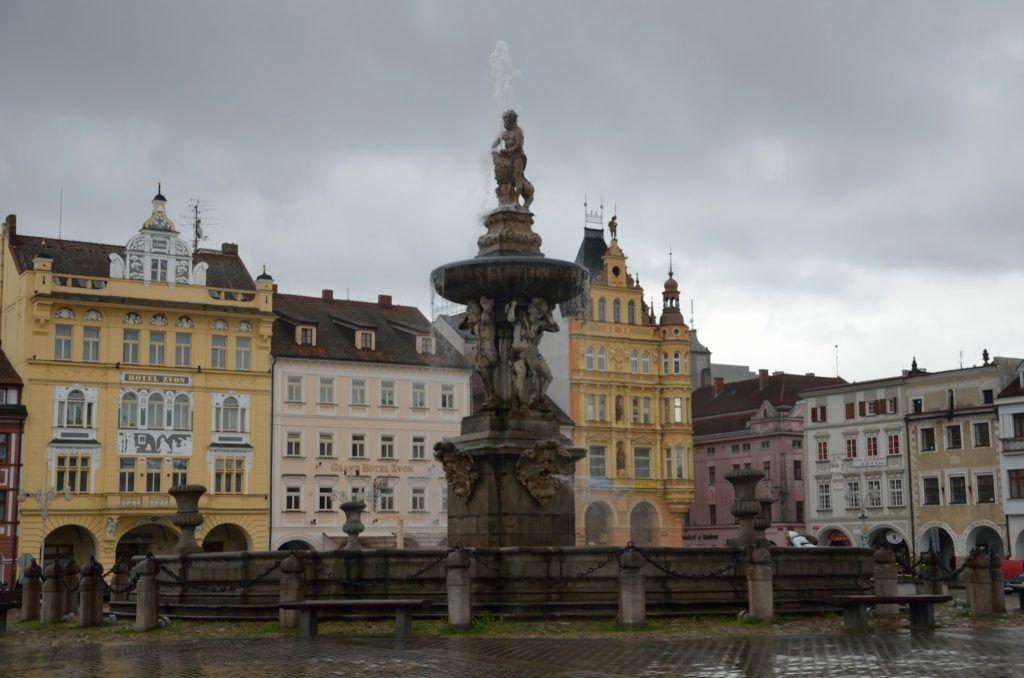 Fuente de Sansón en la plaza principal de Ceske Budějovice