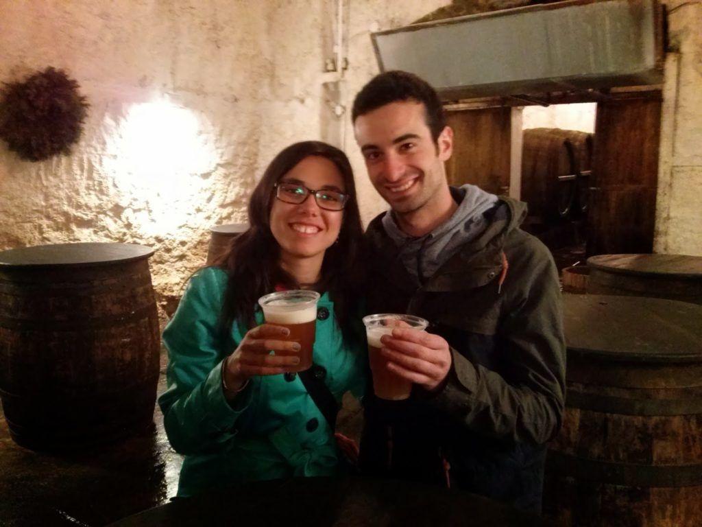 En las bodegas degustando la Pilsner Urquell