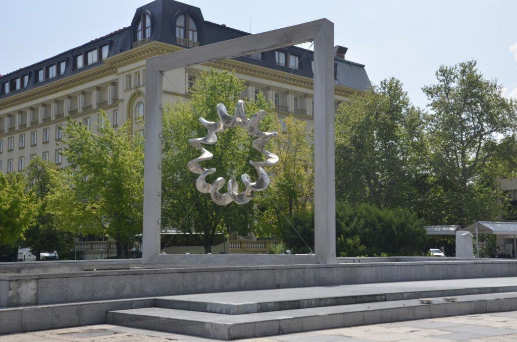 Fuente en la plaza de la universidad  de Plovdiv