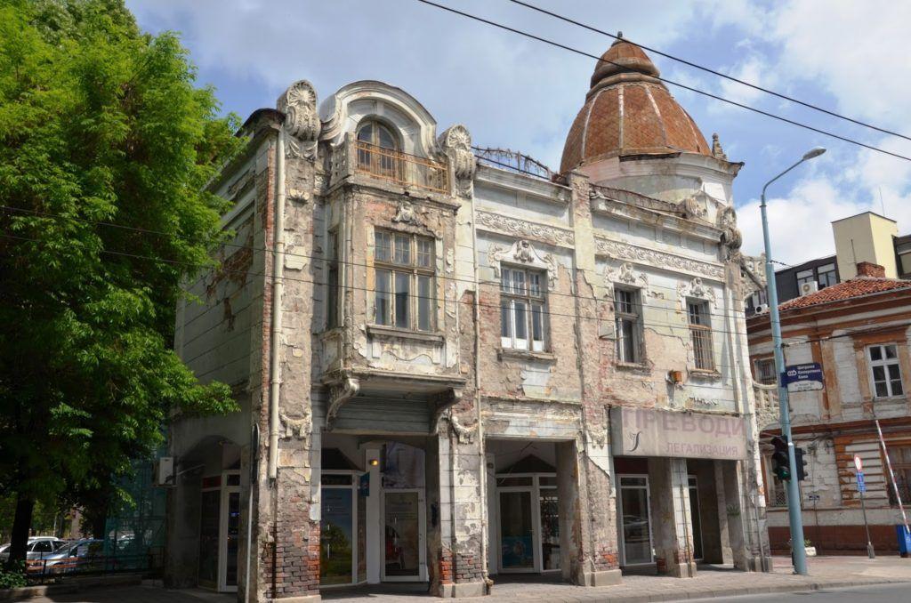 Uno de los edificios que vio tiempos mejores en Plovdiv