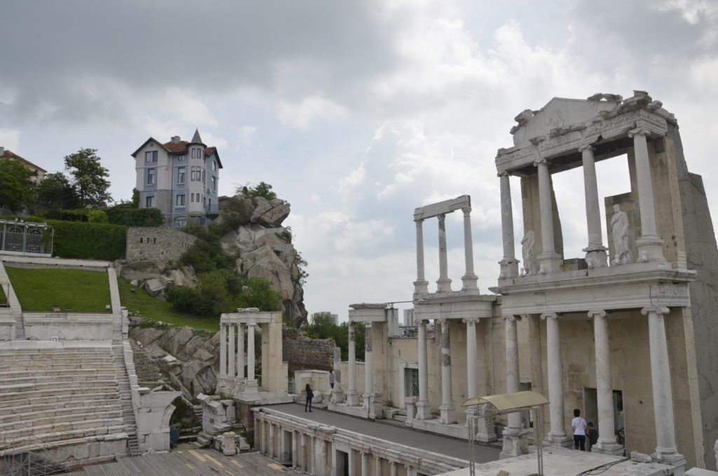La casa azul tiene unas vistas envidiables del anfiteatro y la ciudad de Plovdiv