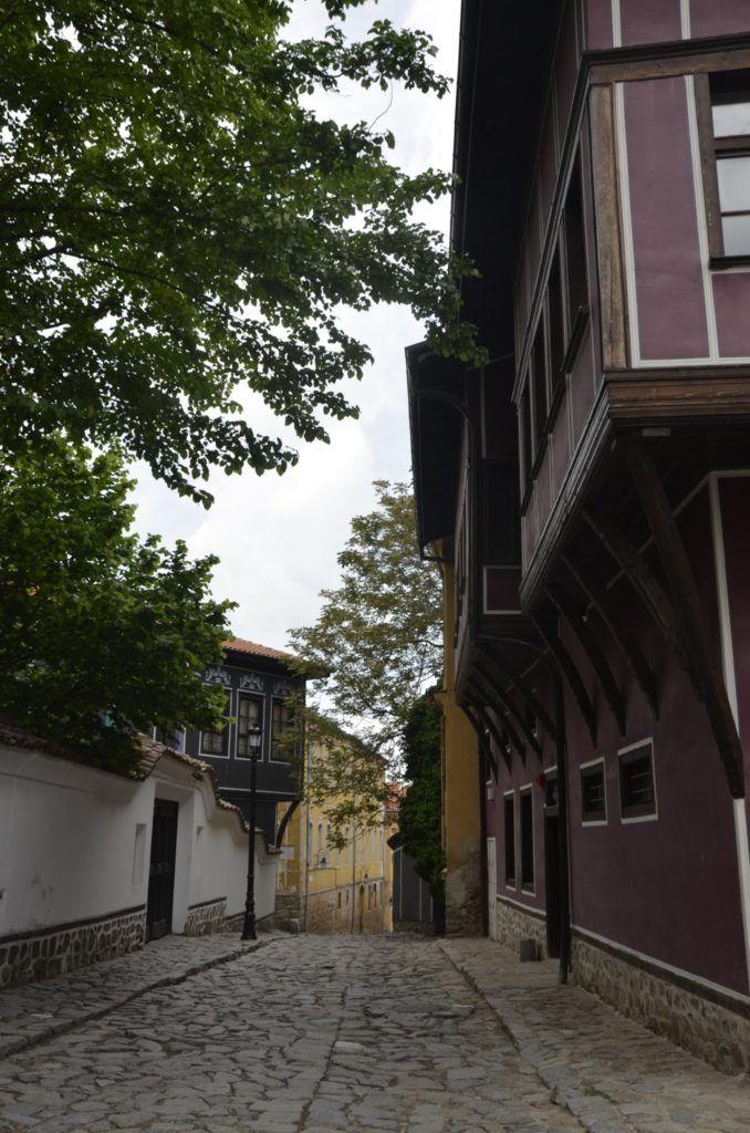 Acogedora calle de la ciudad vieja de Plovdiv
