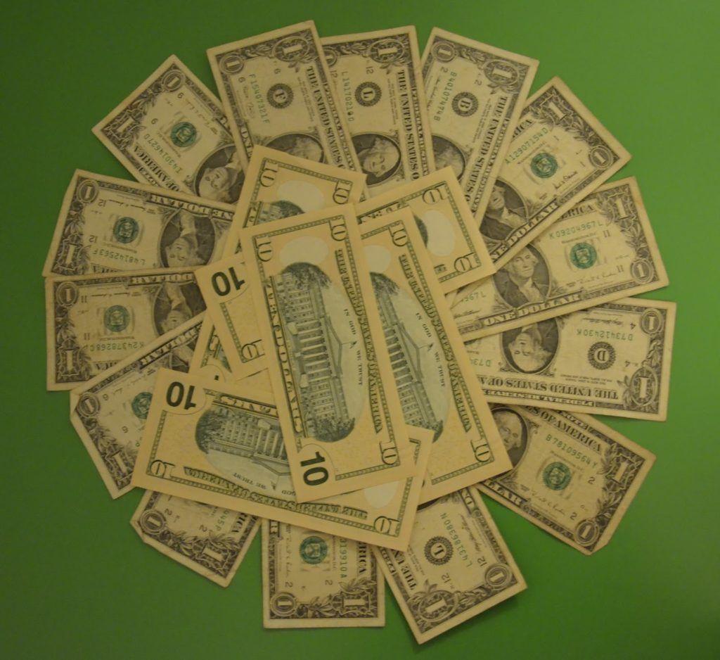 Muchos billetes pequeños... mal cambio