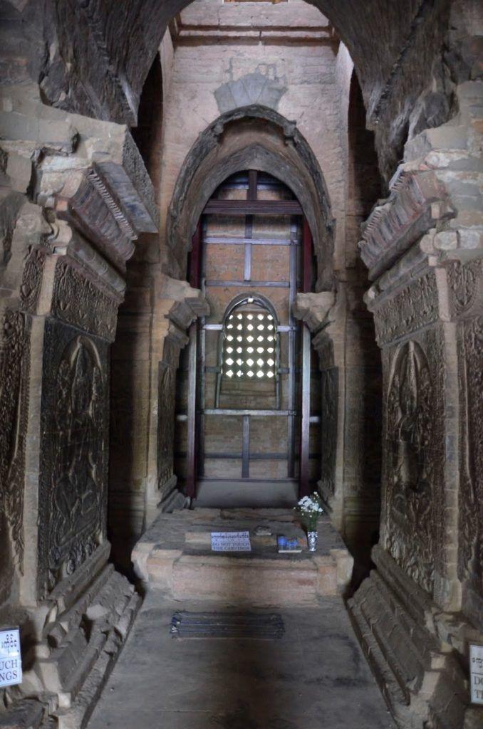 Bajorelieves de un templo de Bagán