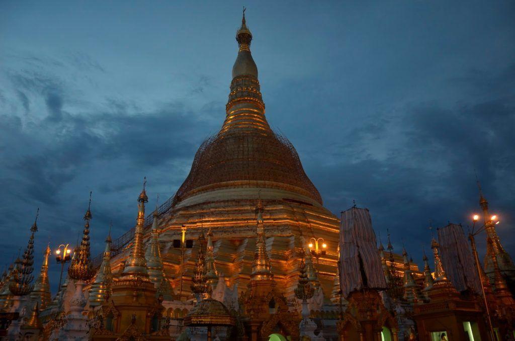 Shwedagon Paya al ocaso