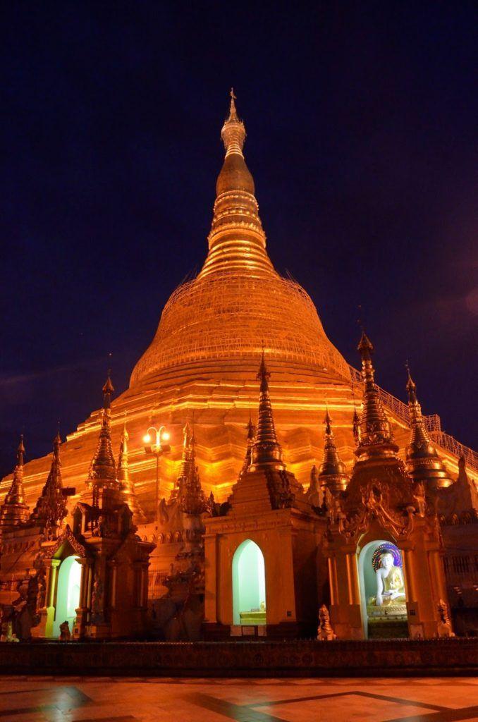 Shwedagon Paya de noche