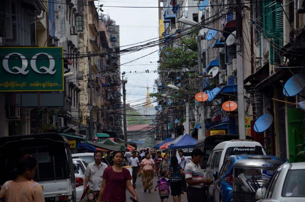Ajetreo en la gran ciudad de Yangón