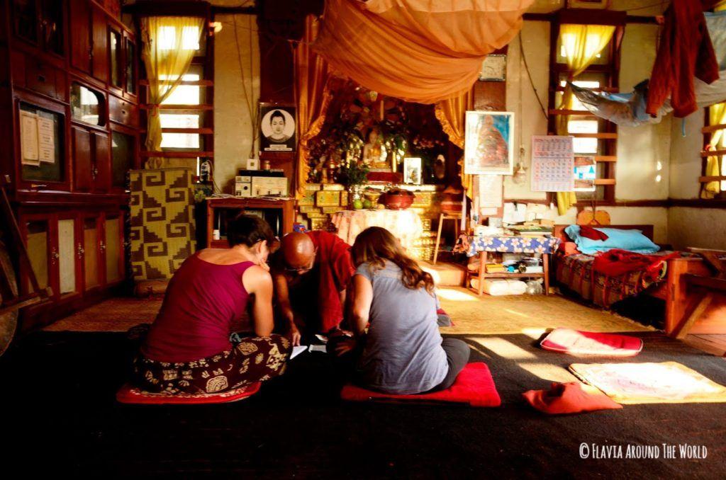Clase magistral de budismo en Kalaw, Myanmar