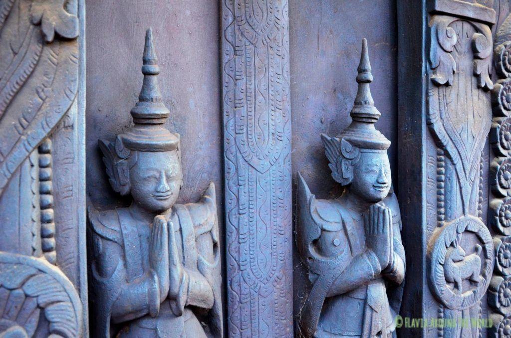 Detalle del monasterio de teca Shwe In Bin Kyaung en Mandalay, Myanmar (Birmania)