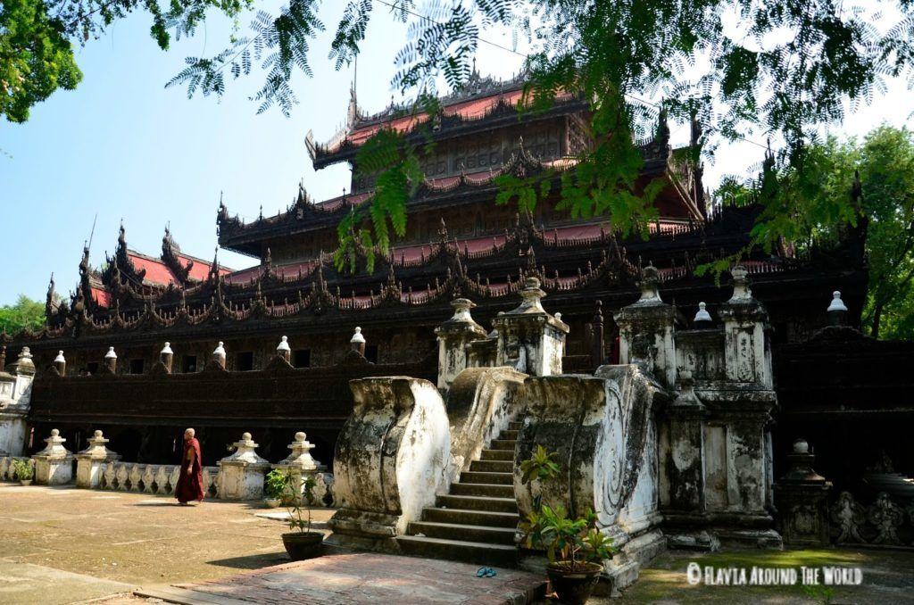 Monsaterio de Shwenandaw Kyaung en Mandalay, Myanmar (Birmania)