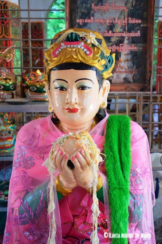 Sanda Muhki, la ogresa que ofreció sus pechos cortados a Budha en Mandalay Hill, Myanmar