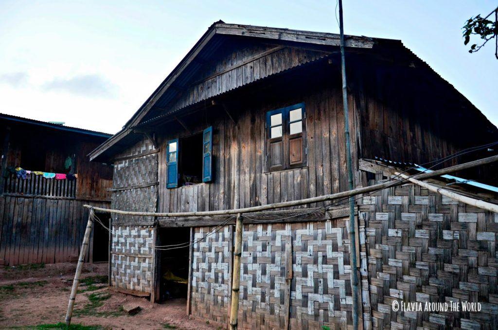 Típica casa birmana en el trekking del lago inle