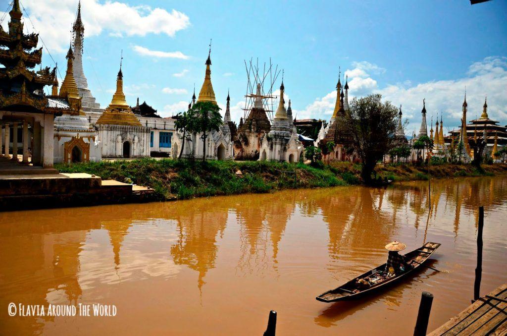Vista de la pagoda Phaung Daw Oo en el lago Inle