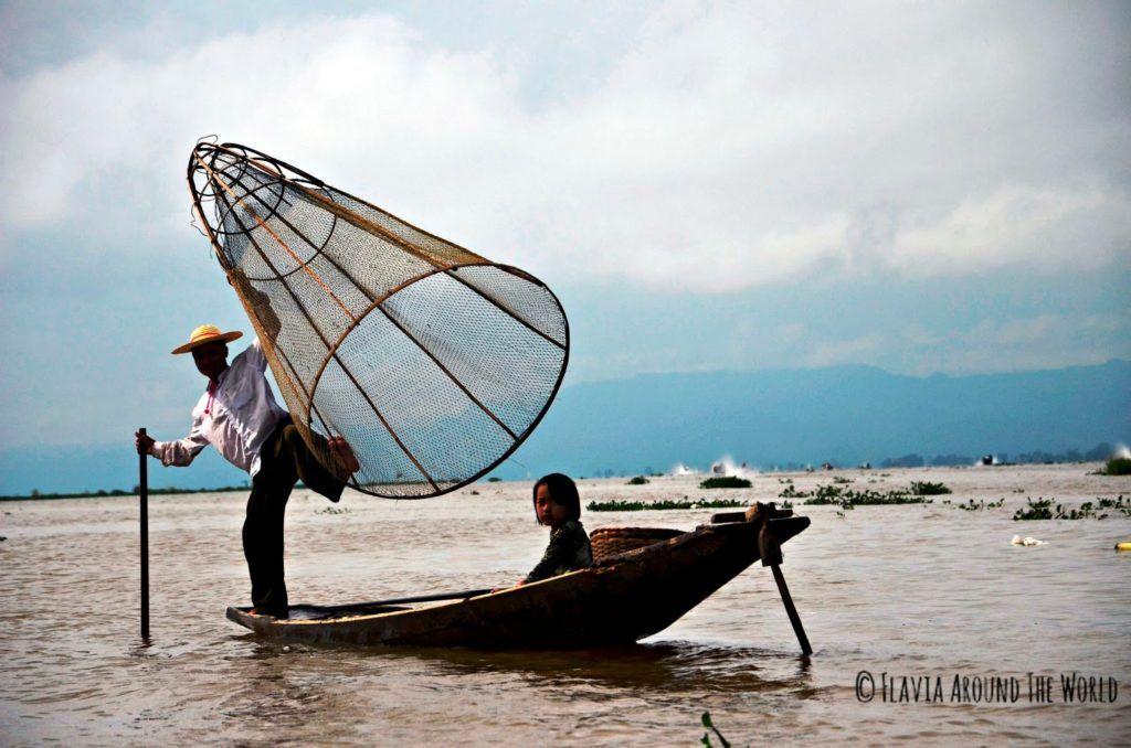 Pescadores típicos del lago Inle