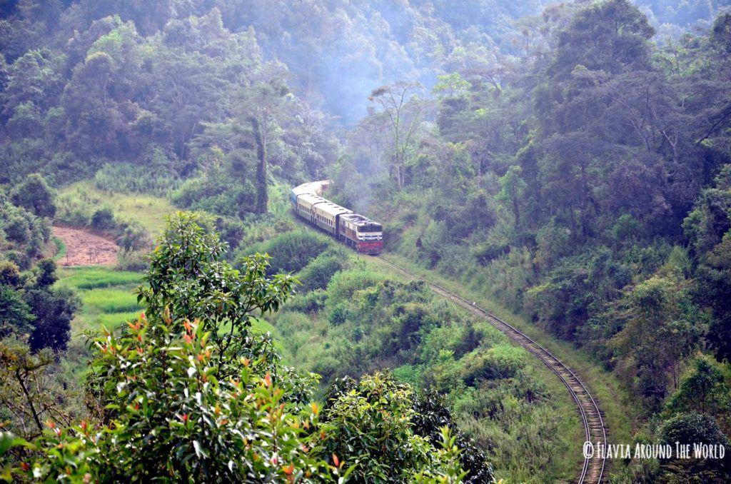 Tren birmano en el trekking desde Kalaw al lago Inle