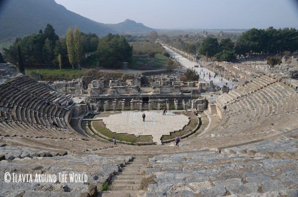 Gran teatro de Éfeso visto desde la última fila