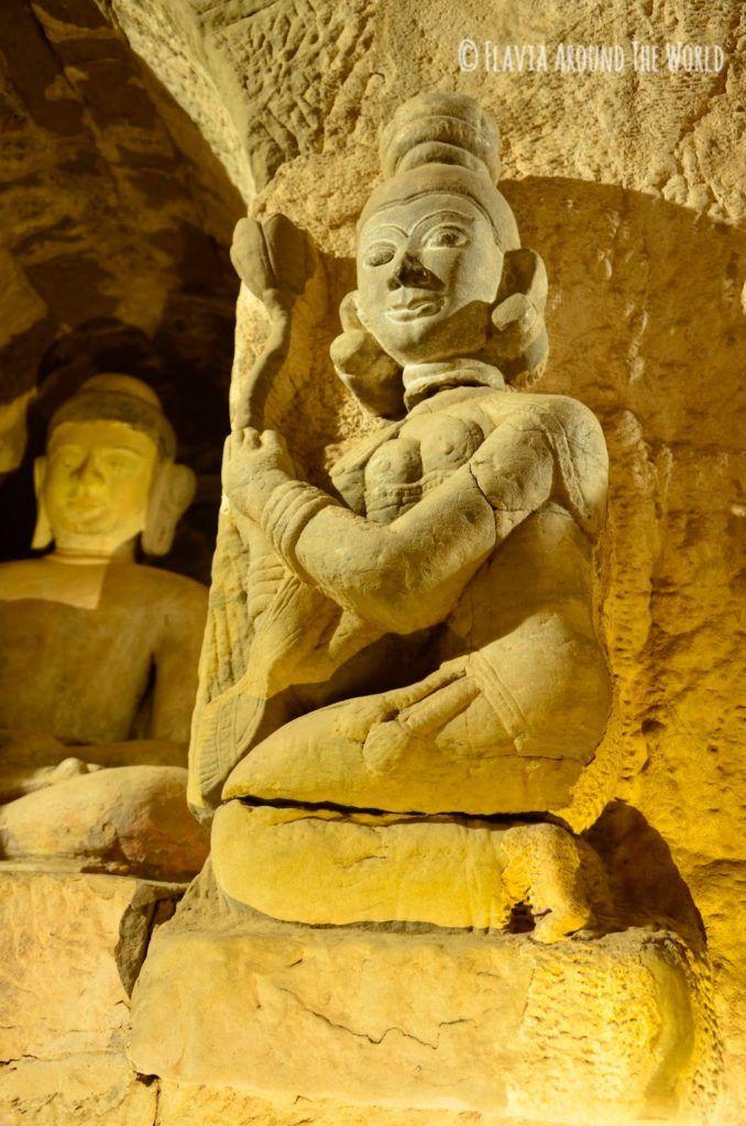Interior del templo de Htakkan Thein, Mrauk U, Myanmar