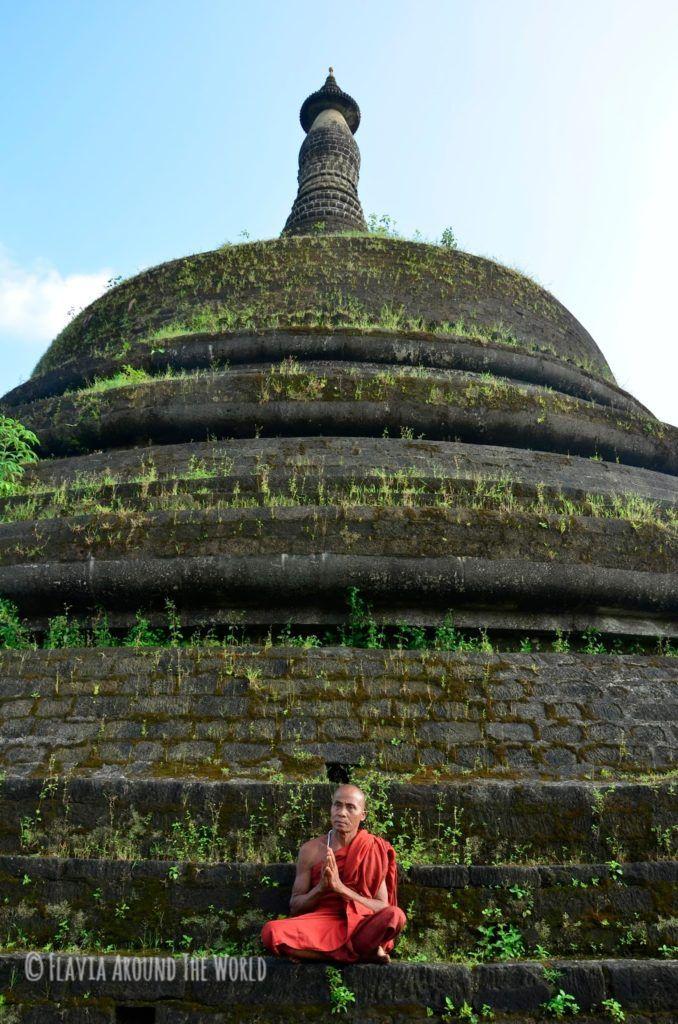 Monje en Ratanabon pagoda, Myanmar