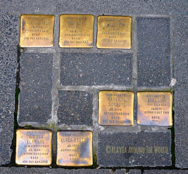 Placas para no olvidar en las aceras alemanas