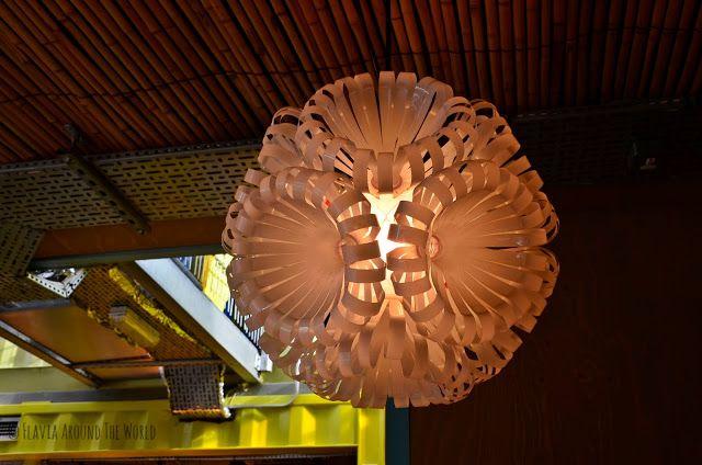 Original lámpara hecha de botellas de plástico