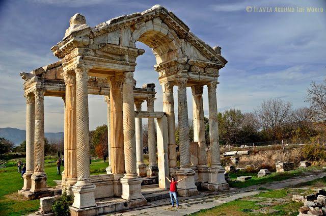 Tetrapilón o entrada hacia el templo de Afrodita