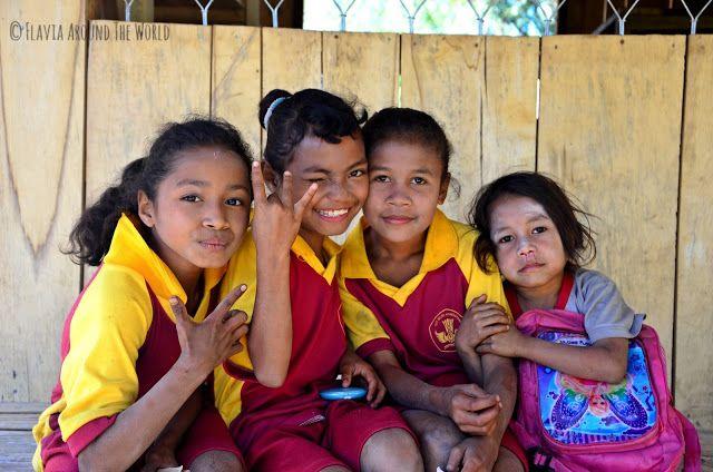 Encantadoras niñas de Luba, Flores, Indonesia
