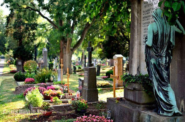 Estatua entre las tumbas