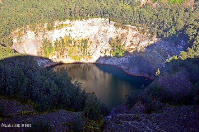 El lago negro del Kelimutu