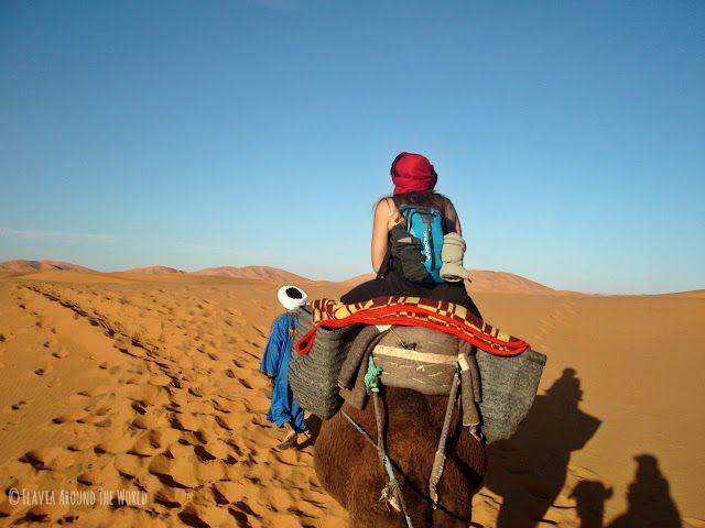 Paseo en camello en el desierto de Marruecos