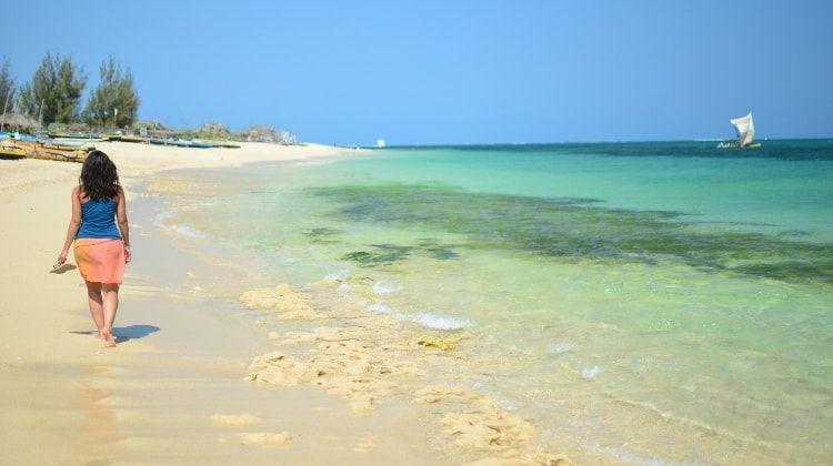paseo por la playa de Anakao